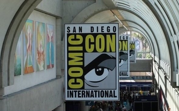 Comic-Con-2010-image-convention-floor-movie-poster-outdoors